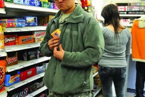 Задержание несовершеннолетнего за кражу в магазине