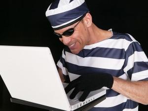 куда обратиться в случае шантажа в скайпе