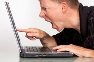 оскорбили нецензурными словами в социальных сетях