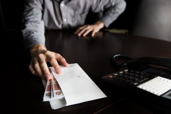Что такое коммерческий подкуп?