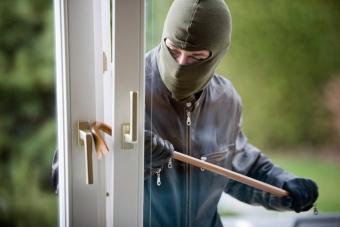 Проникновение в жилище с кражей статья ук рф