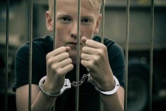 Если несовершеннолетний подросток совершил правонарушение что его ожидает
