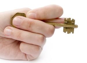 Рейдерский захват квартиры: как защитится от него?