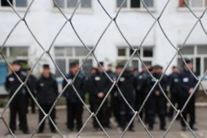Кто отбывает наказание в тюрьмах?