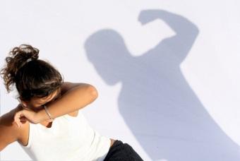 Если муж полицейский избил жену