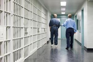 Можно ли работать в тюрьме